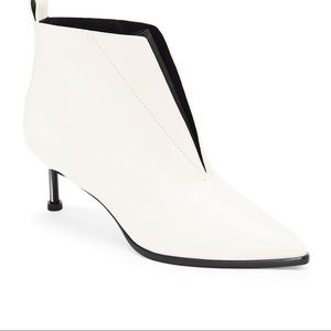 WHITE LEATHER BOOTS with stiletto her;